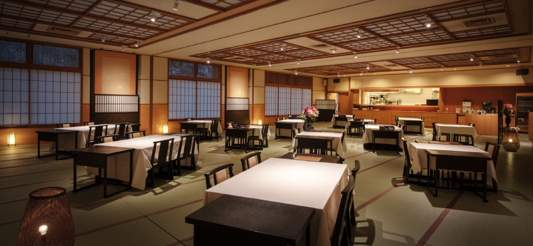 お食事処 オープンキッチン「飛泉」