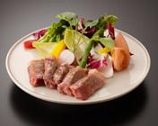 和牛のステーキ 3,240円(税別)